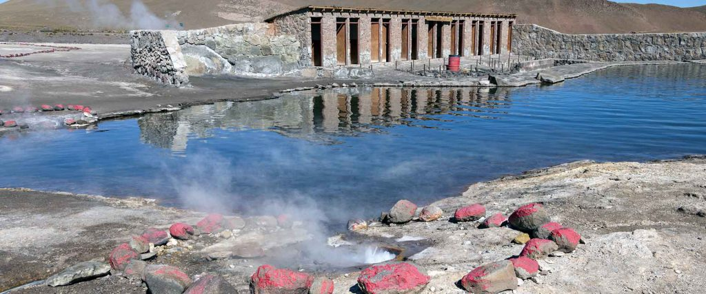 Swimming pool with geothermal and mineral waters in El Tatio Gey